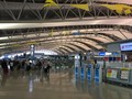 関西国際空港での旅客グランドスタッフの写真