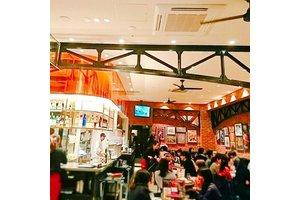 新宿駅直結♪通勤に便利な「ビアホール」ワイガヤ元気な店内楽しくバイト!
