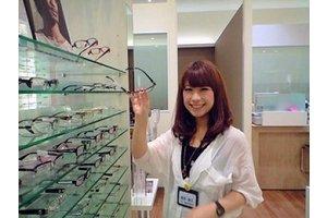 あなたの笑顔でお客様も笑顔に♪メガネ販売スタッフ募集です♪