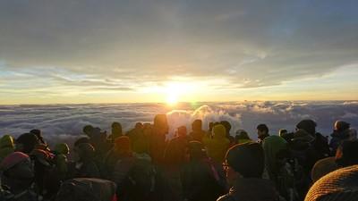 富士山6合目にて休憩