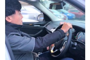 【★未経験歓迎★】車好きにぴったり!中古車販売店の軽作業STAFF♪