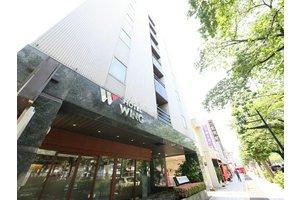 駅から徒歩2分の平和通りに面したホテルです。