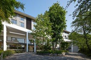 ★横浜 三溪園のすぐ近く。閑静な住宅街に佇む有料老人ホームです。