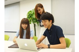 服装はオフィスカジュアルでOK、働きやすい環境です!