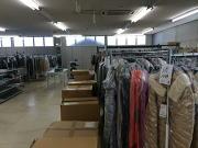倉庫には洋服がビッシリ♪