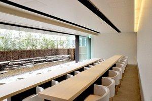 oak omotesando に佇む隠家のような 和のカフェレストラン