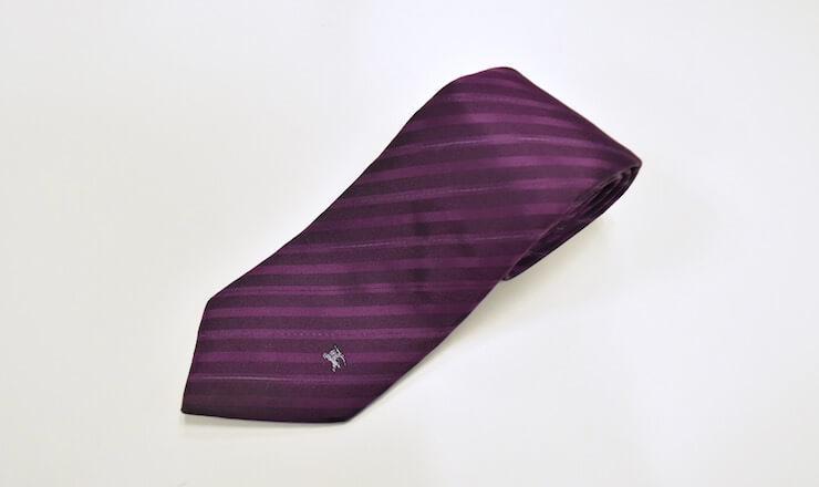 紫色のブランドネクタイ