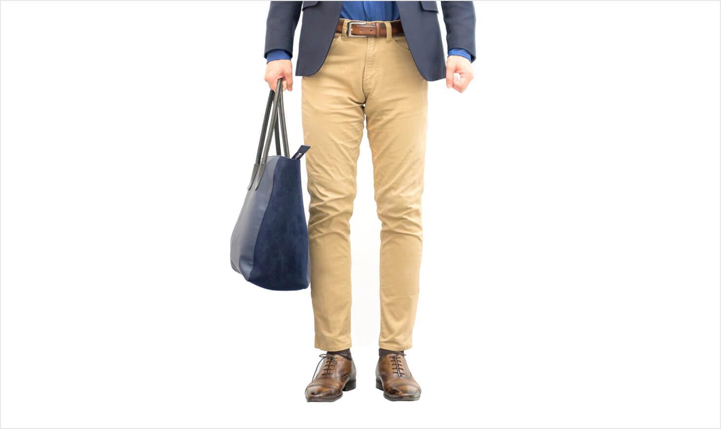 男性のズボン姿