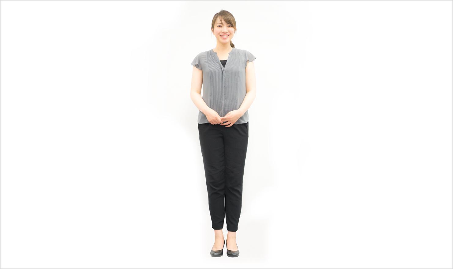 女性の半袖ビジネスカジュアル