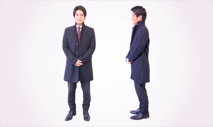 スーツ用のコートを着た男性